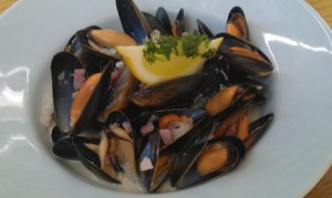 Mussels with Blue Cheese, bacon and cream